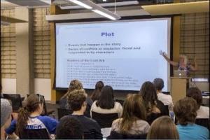 Egan lecturing on plot.